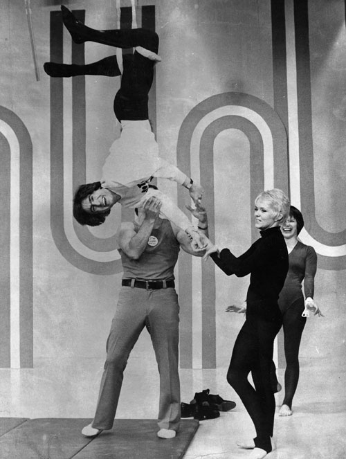 David Steinberg co-hosting The Mike Douglas Show from a trapeze